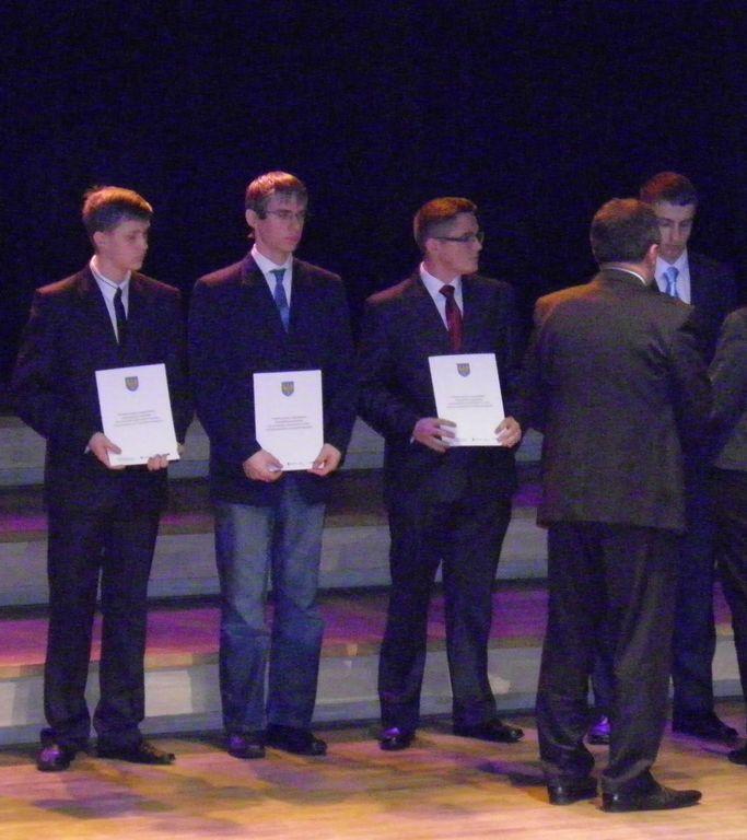 Patryk Kurt (drugi od lewej) absolwent PG w Zagwiździu obecnie uczeń             I klasy  Technikum  Elektrycznego.jpeg