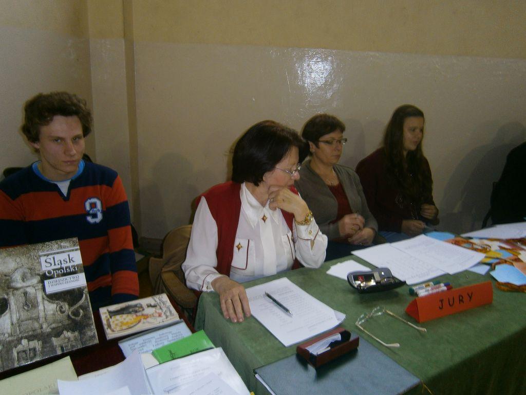 Jury - od lewej Dominik Klemens, p. dyr. Gabriela Kania, p. Aneta Jeziorna, Wiktoria Kiczma.jpeg
