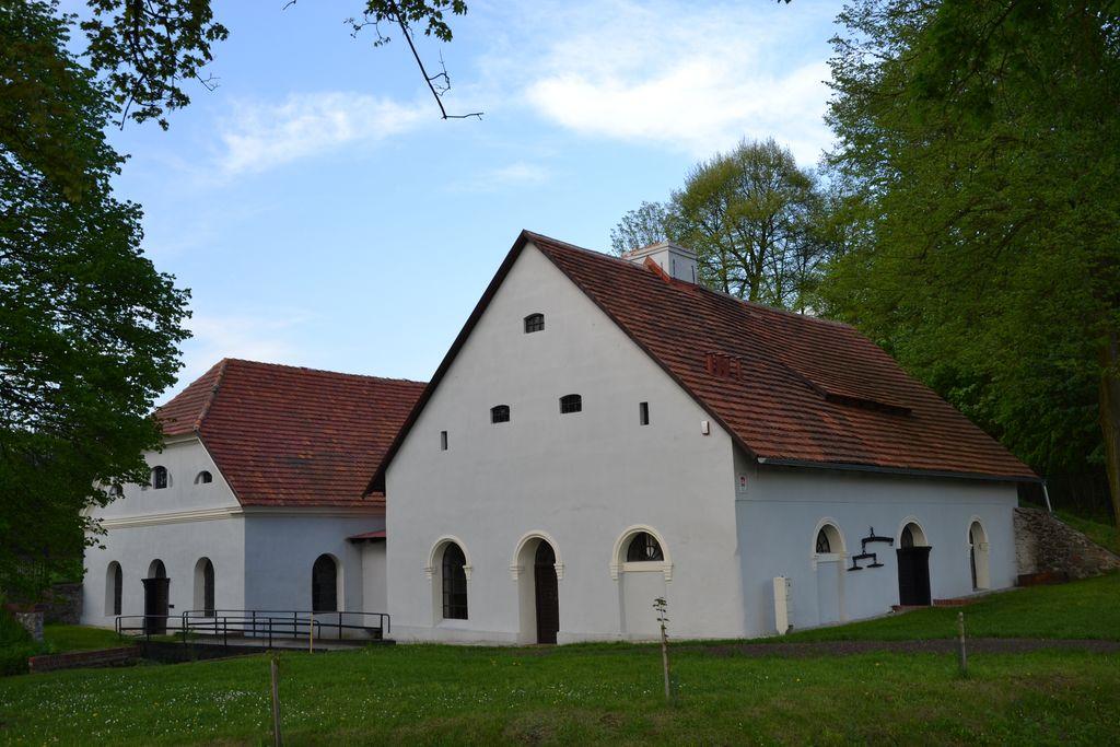 Mała Młotownia kompleksu zabytkowej Huty Żelaza (2) [].jpeg