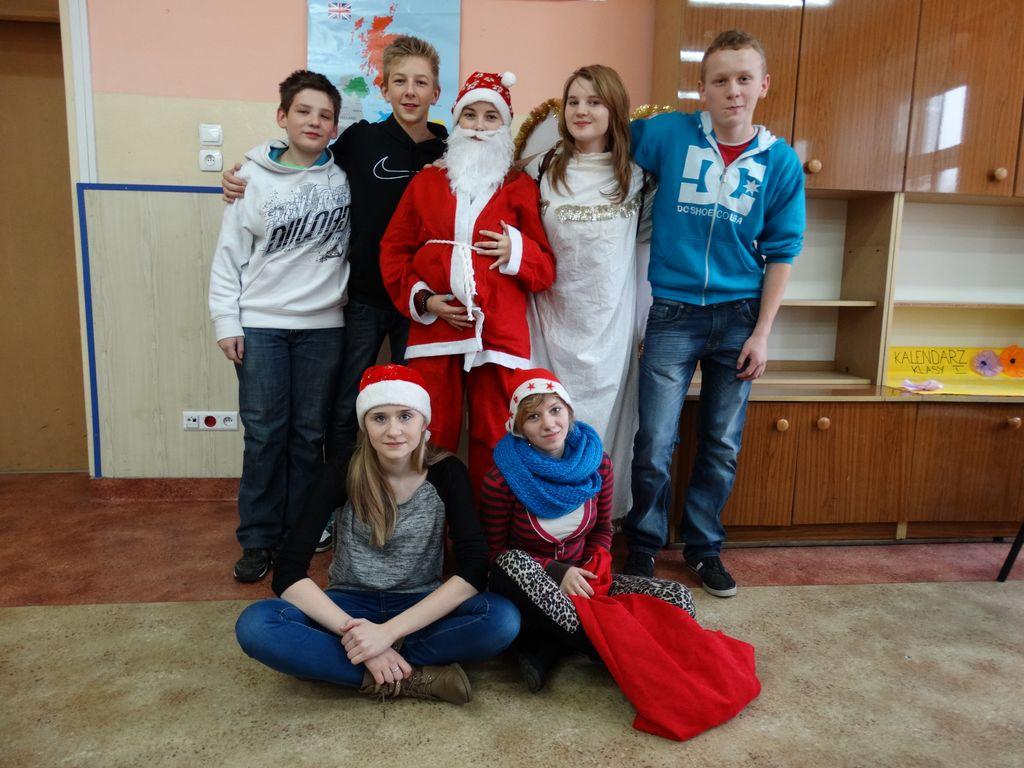 Publiczne Gimnazjum w Zagwiździu_Św.Mikołaj z wizytą w gminie Murów (1).jpeg