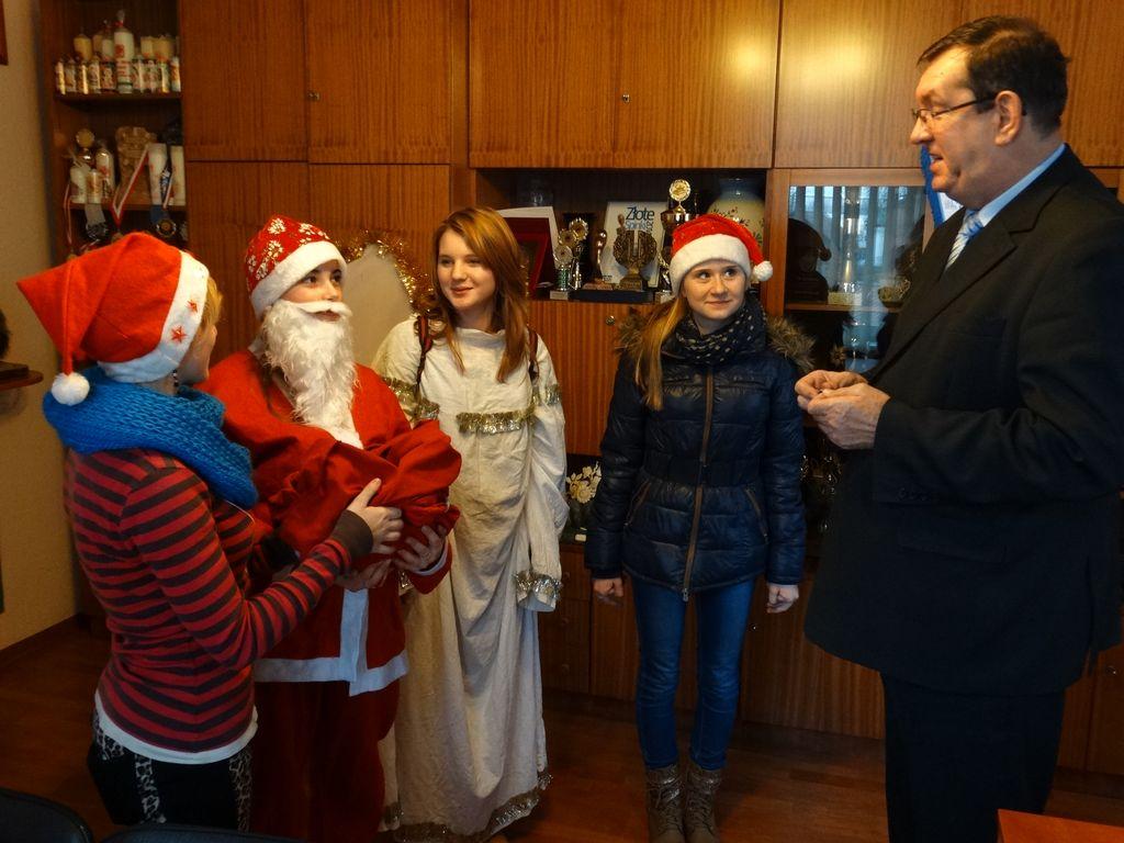 Publiczne Gimnazjum w Zagwiździu_Św.Mikołaj z wizytą w gminie Murów (4).jpeg