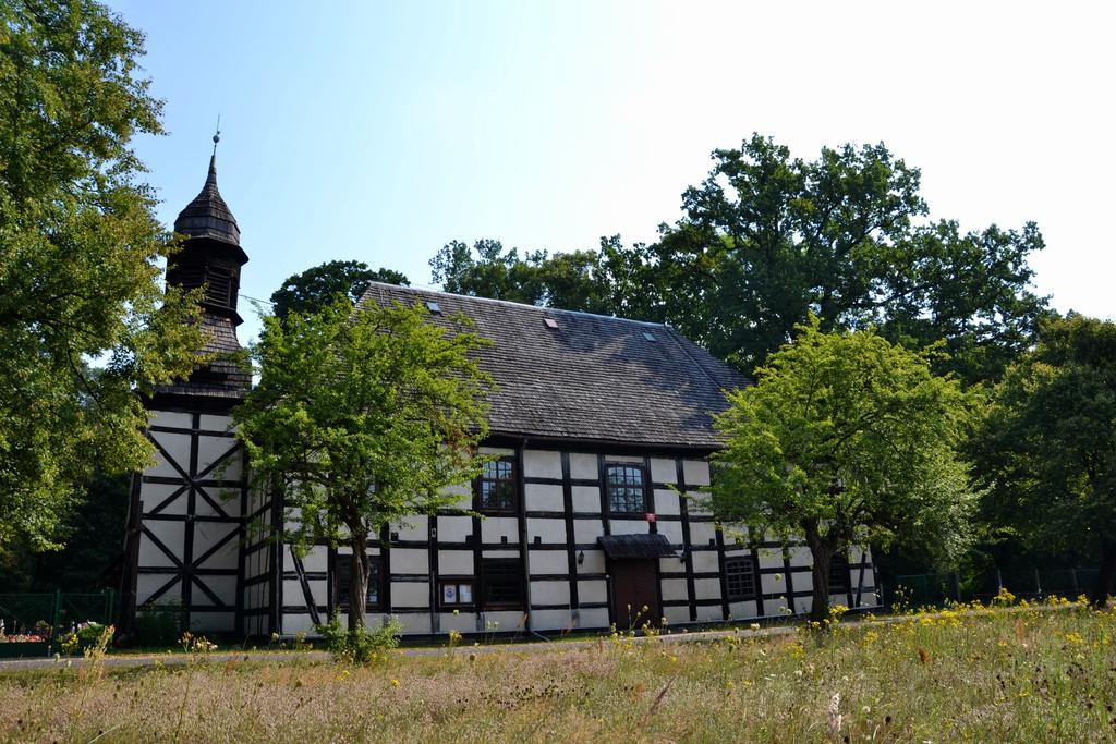 ZdjęcieNr.4.Zabytwkoy kościół w Radomierowicach, wykonany techniką pruskiego muru.jpeg
