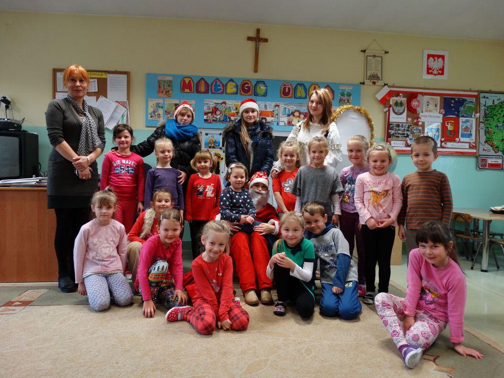 Publiczne Gimnazjum w Zagwiździu_Św.Mikołaj z wizytą w gminie Murów_III.jpeg